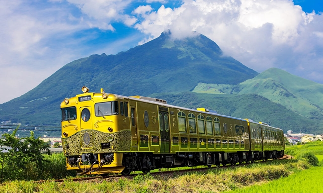 Kyushu-on-One-of-a-Kind-Trains